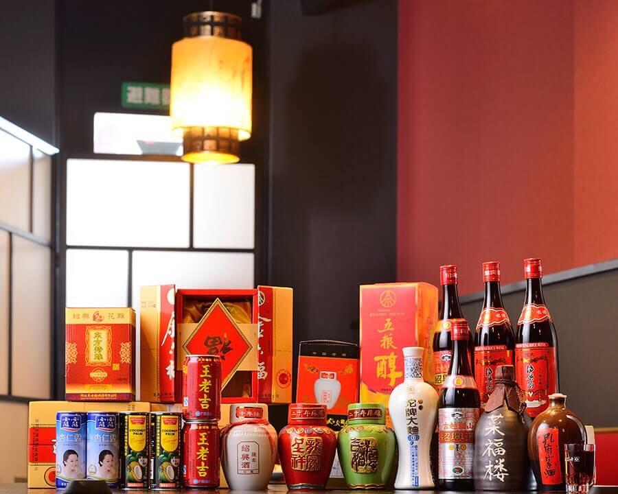 中国のお酒やジュースもたくさん用意されてます。
